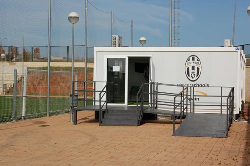 Aulas prefabricadas para la escuela de futbol de la juventus en guadalajara