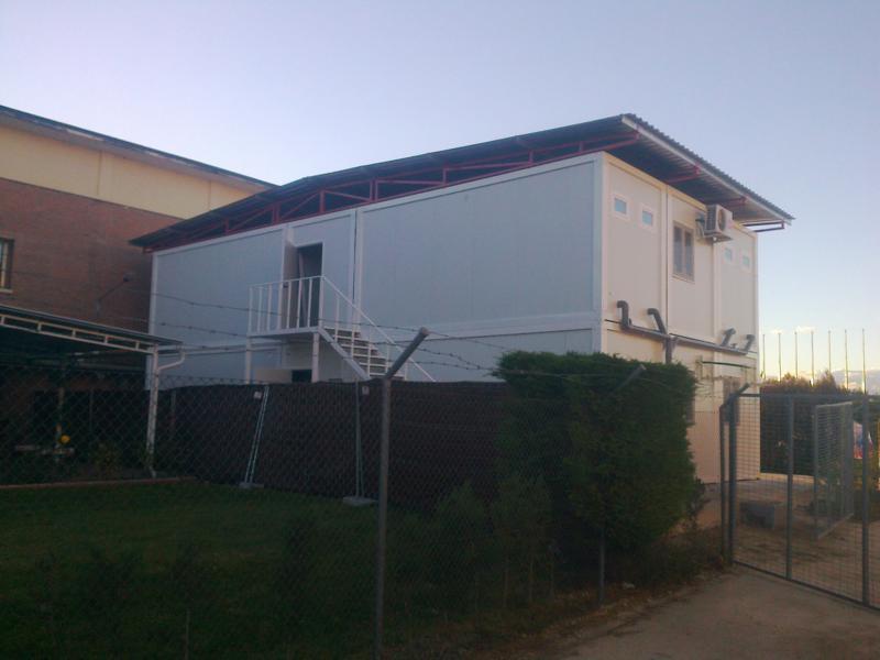 edificio prefabricado de oficinas modulares y vestuarios en madrid