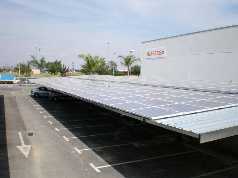 marquesinas de parking con cubierta de panel fotovoltaico para energia solar