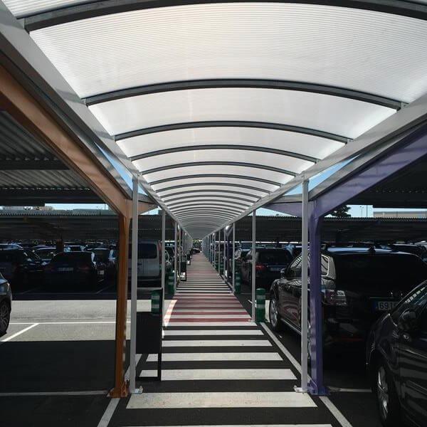 marquesinas de parking en el aeropuerto de madrid barajas pasillo peatonal